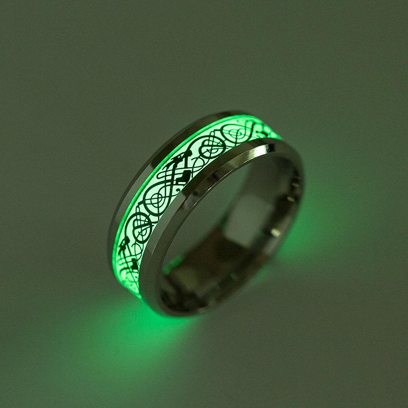 ca9c2e1e3 Anillo de dedo de acero inoxidable luminoso de la moda Dragón Patrón  Anillos para hombre del