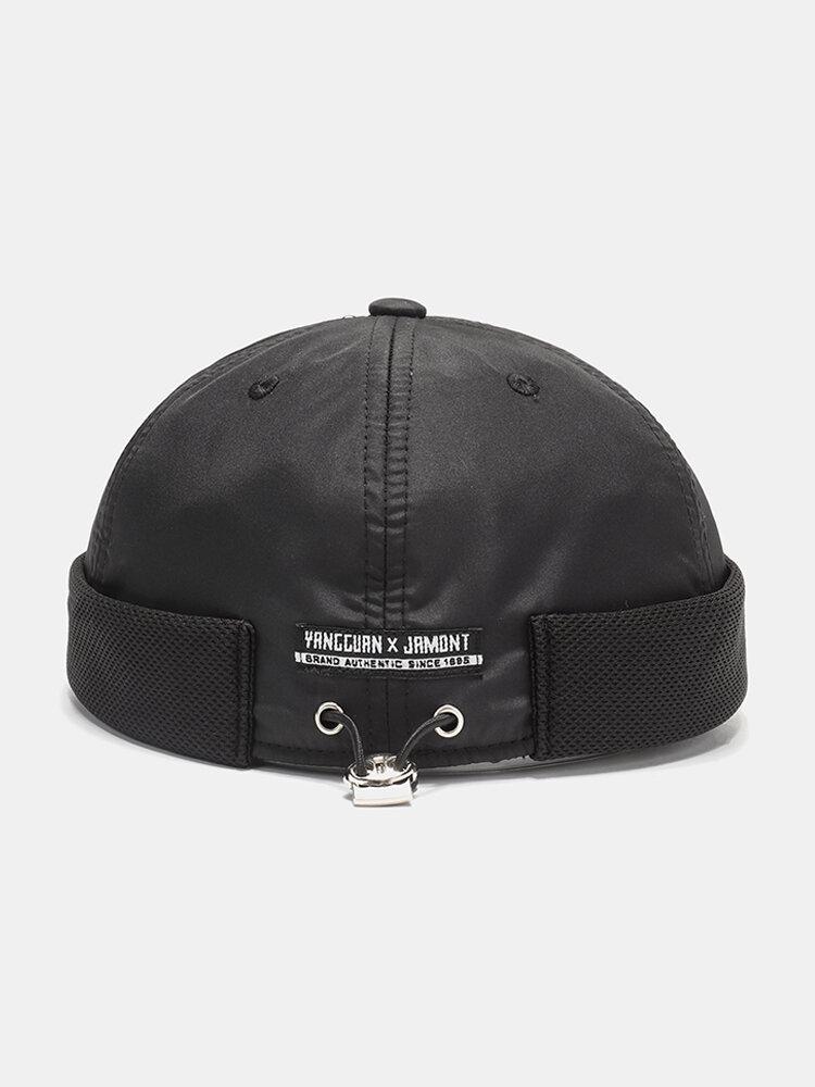 Chapeau sans rebord de chapeau de crâne de maille respirant d'hommes et de femmes avec des boutons