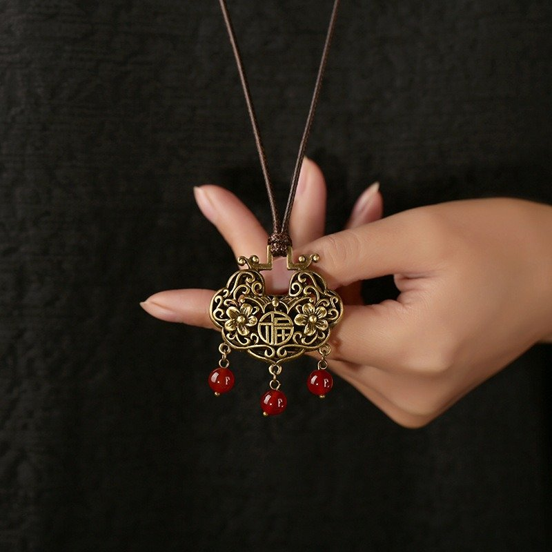 Ethnic_Chinese_Peace_Lock_Necklace_Retro_Long_Style_Sweater_Necklace_For_Women