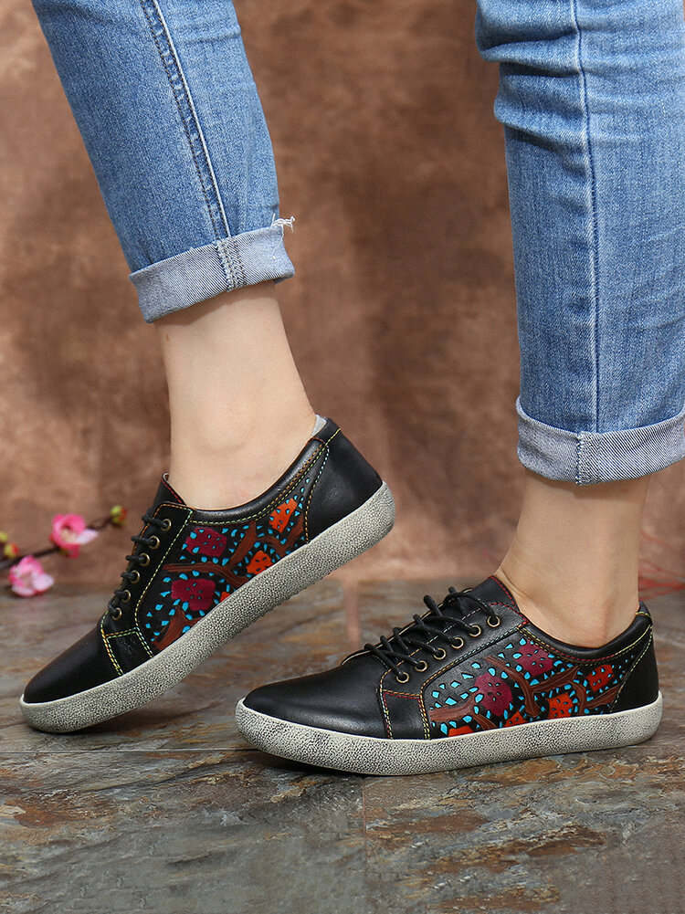 SOCOFY Floral Cutout Stitching Retro Leather Lace Up Flat Sneakers