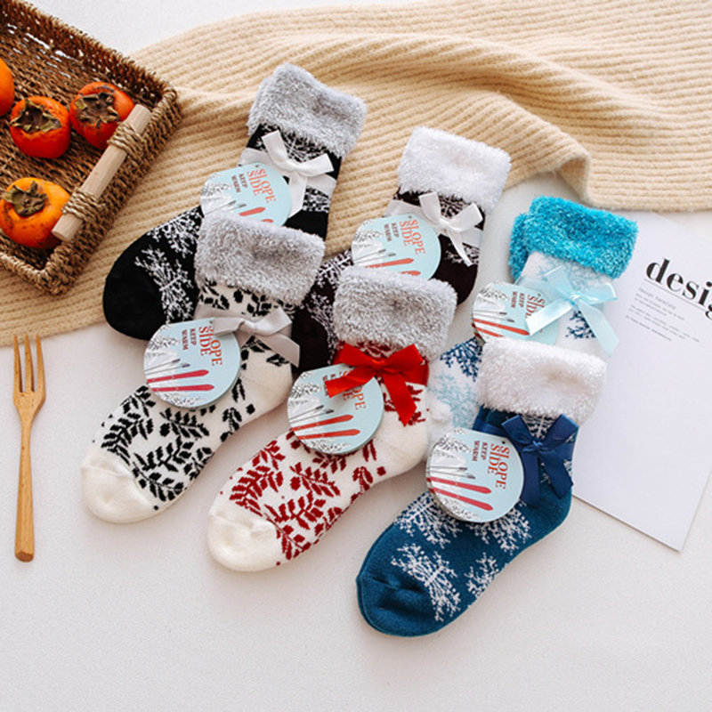 Women_Thick_and_Velvet_Winter_Warm_Floor_Socks_Home_Casual_Snowflake_Christmas_Socks