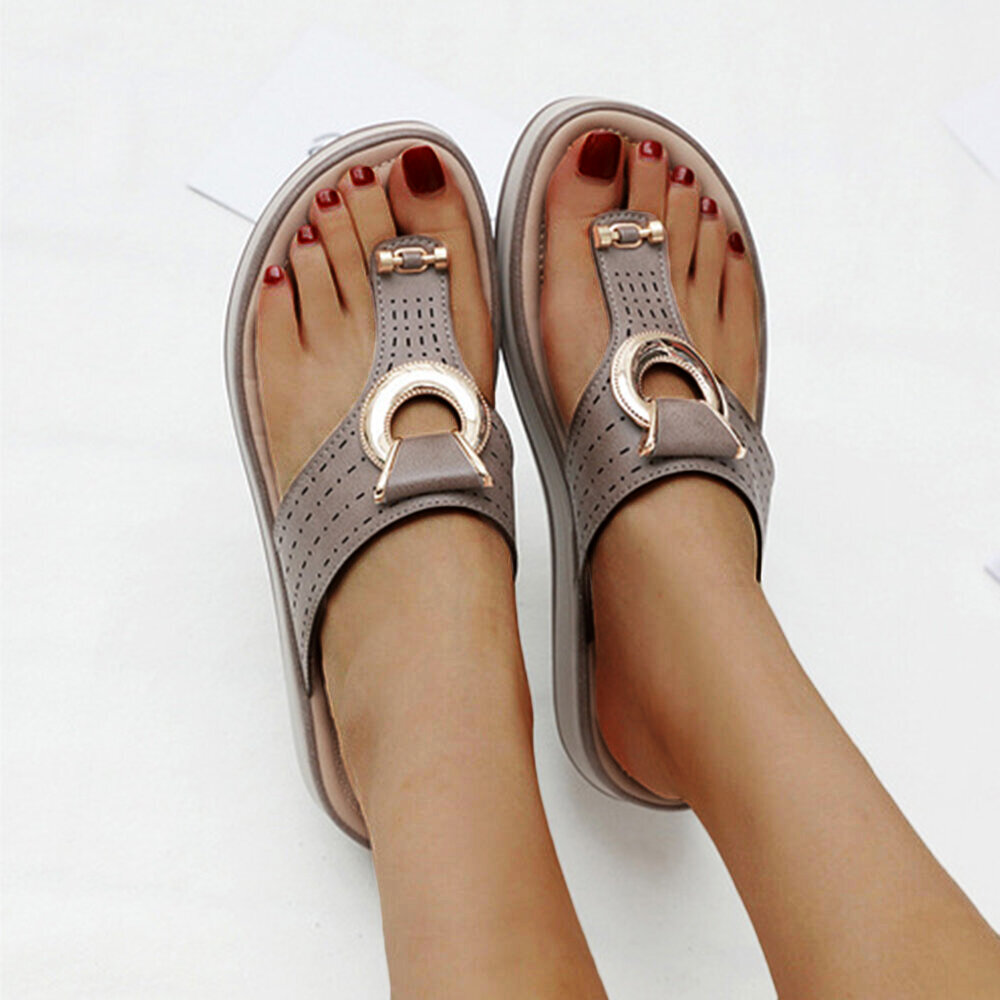 Women Metal Decor Hollow Comfy Clip Toe Beach Casual Slippers