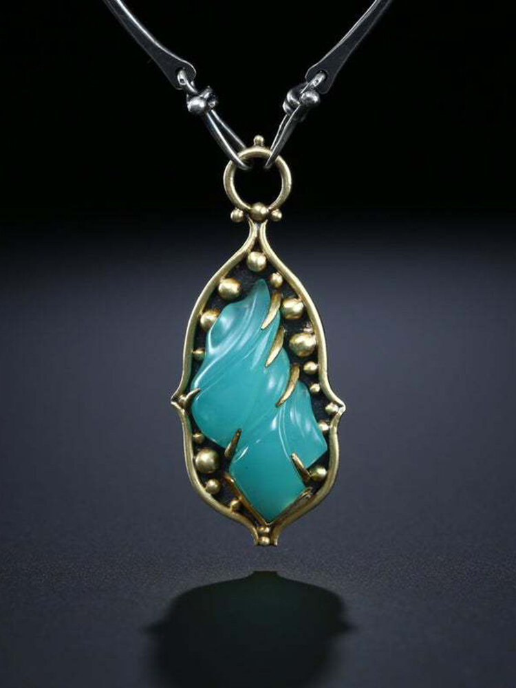 Vintage Drop-Shaped Women Necklace Carved Chalcedony Pendant Necklace