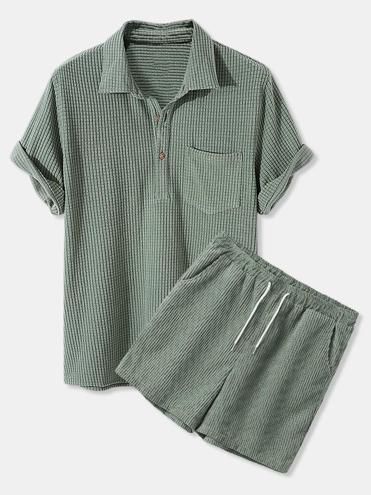 Camisas y pantalones cortos de manga corta con cordón y cuello medio abierto de color liso para hombre