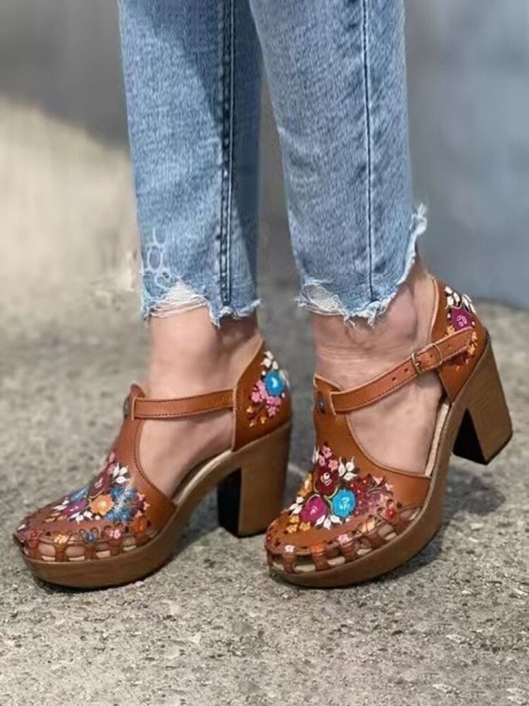 Plus Size Women Flowers Printing Closed Toe Chunky Heels Sandals