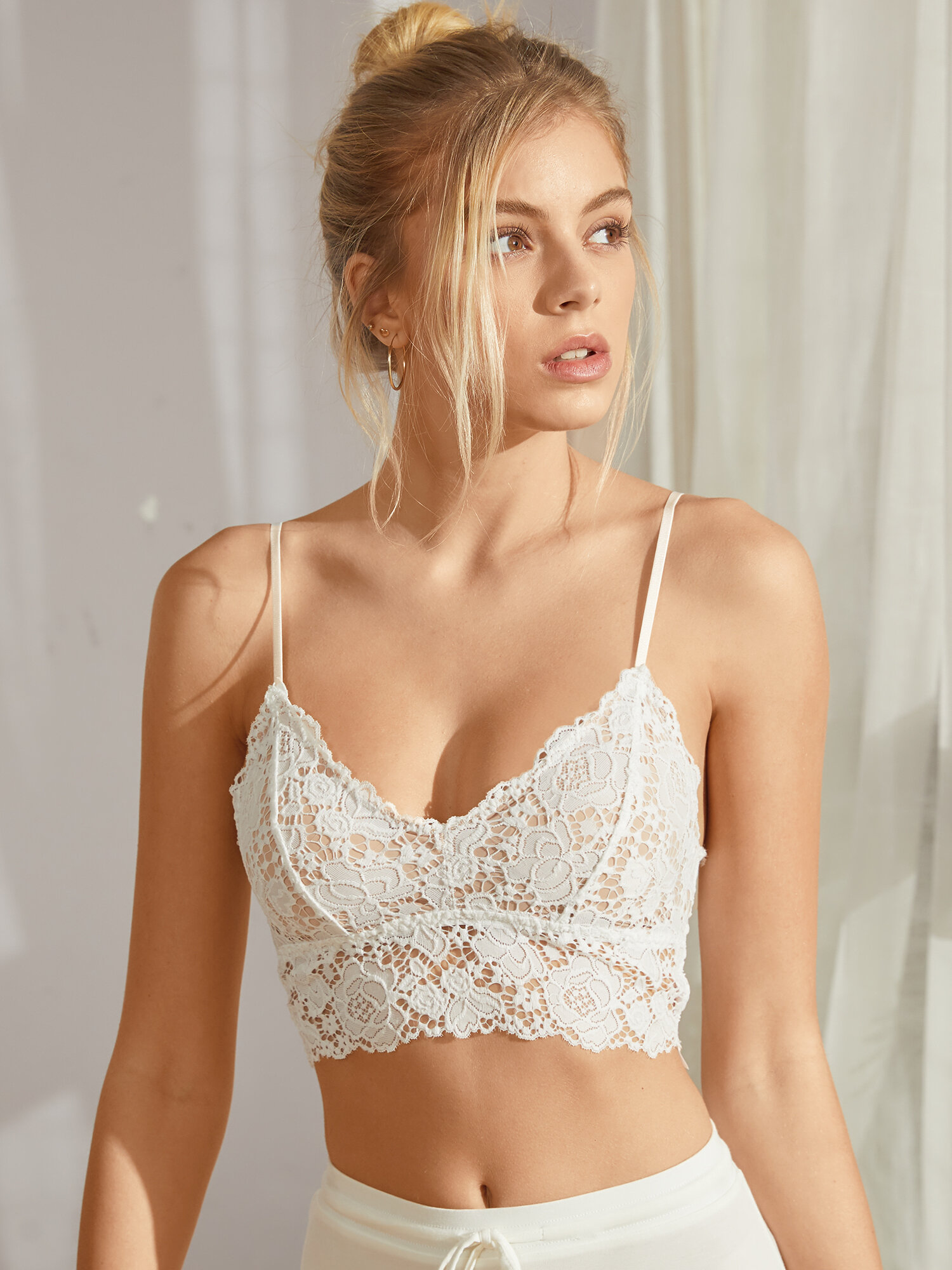 Women Lace Wireless Bralette Open Back Thin Strap Bra With Chest Pad