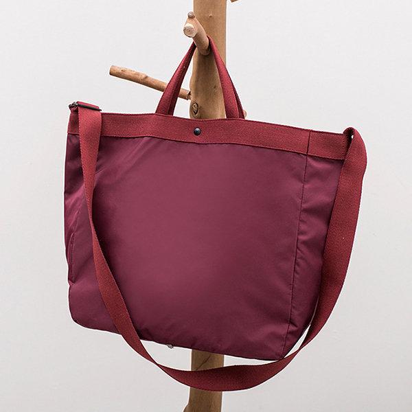 大容量の折りたたみトラベルバッグに搭乗する男性と女性の軽量ポータブルジムバッグ