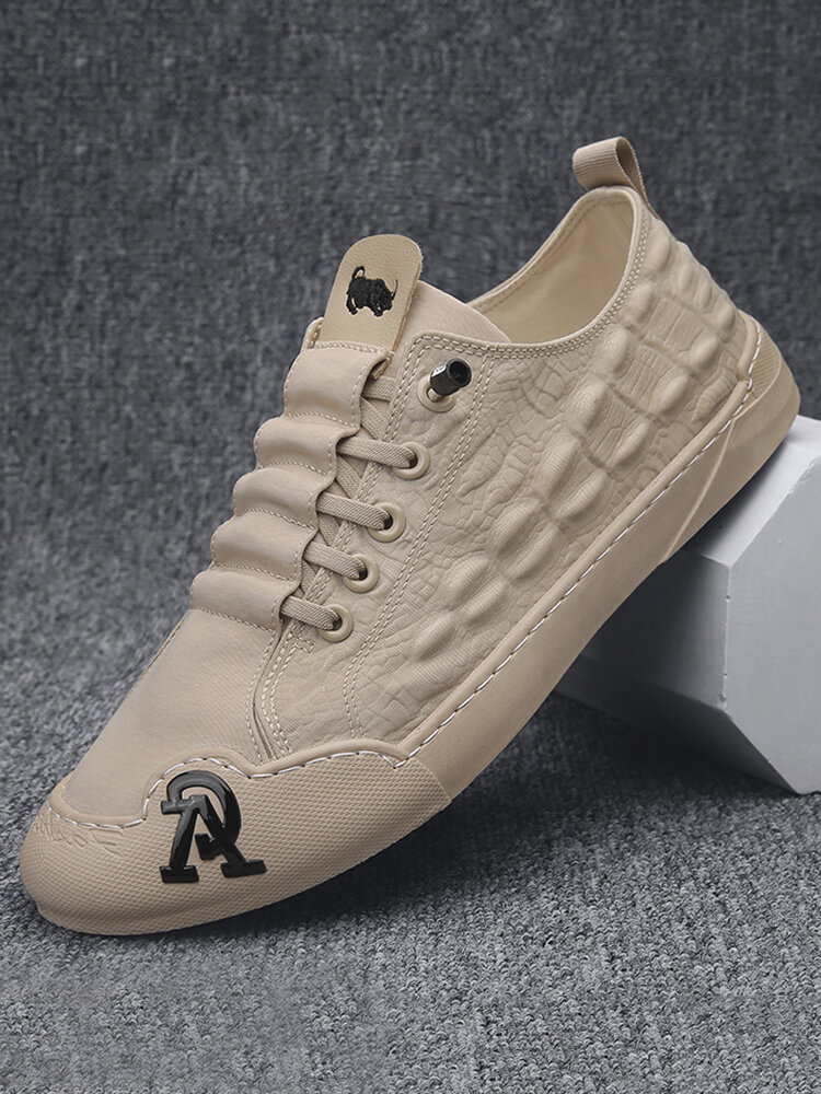 Men Lace-up Alligator Veins Breathable Ice Silk Cloth Skate Shoes