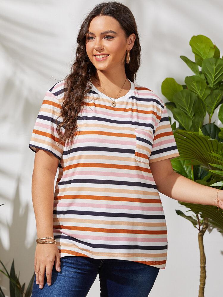 T-shirt casual com estampa multi-listrada com decote em O de manga curta Plus tamanho