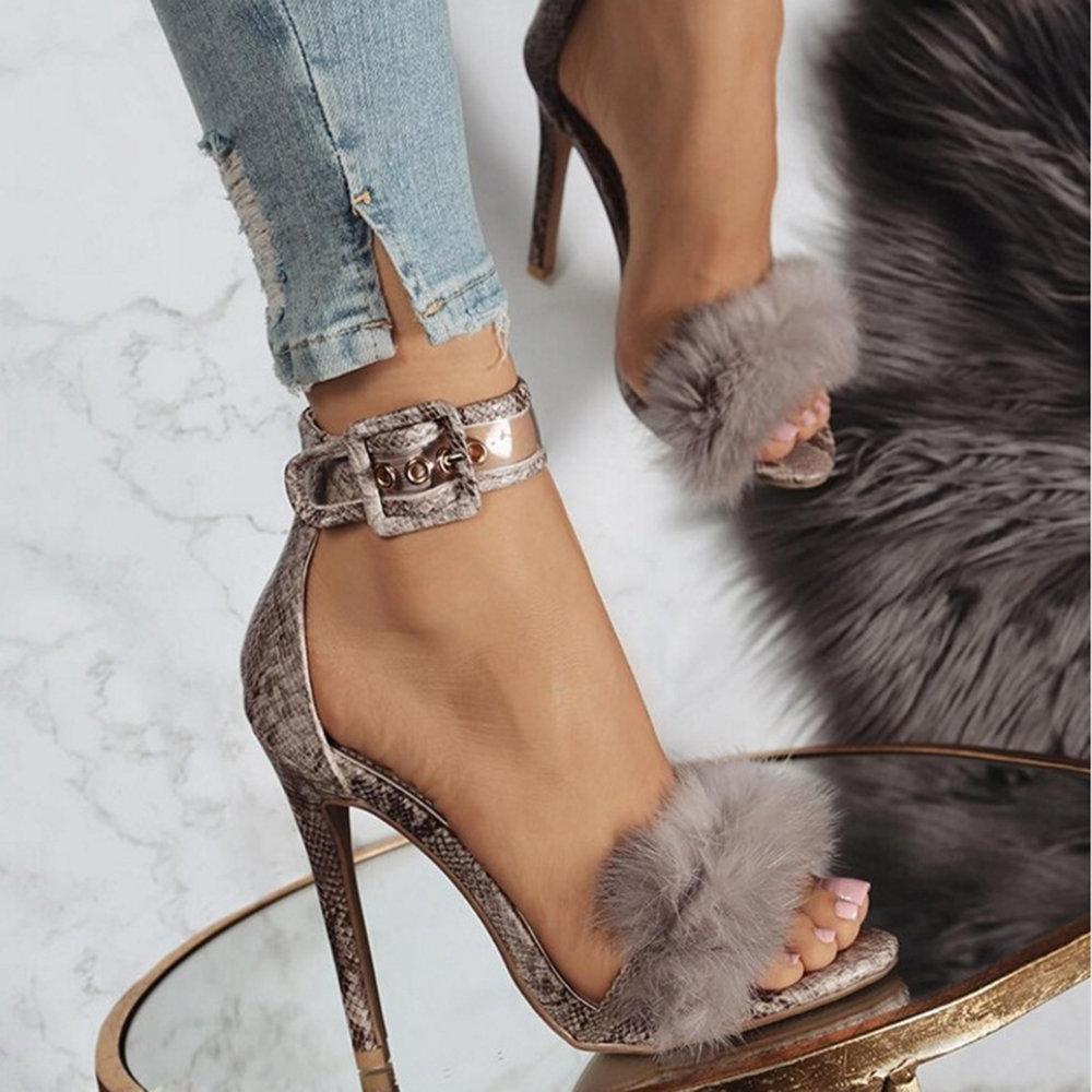 Zapatos de salón con hebilla de piel de serpiente con punta abierta de felpa Sandalias