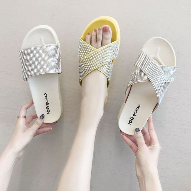 The New Sandals Women Wear Fashion Net Red Word Drag Beach People Slippers Tide Soft Bottom Comfortable