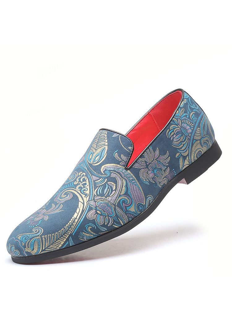 Men Large Size Retro Embossed Round Toe Casual Business Shoes