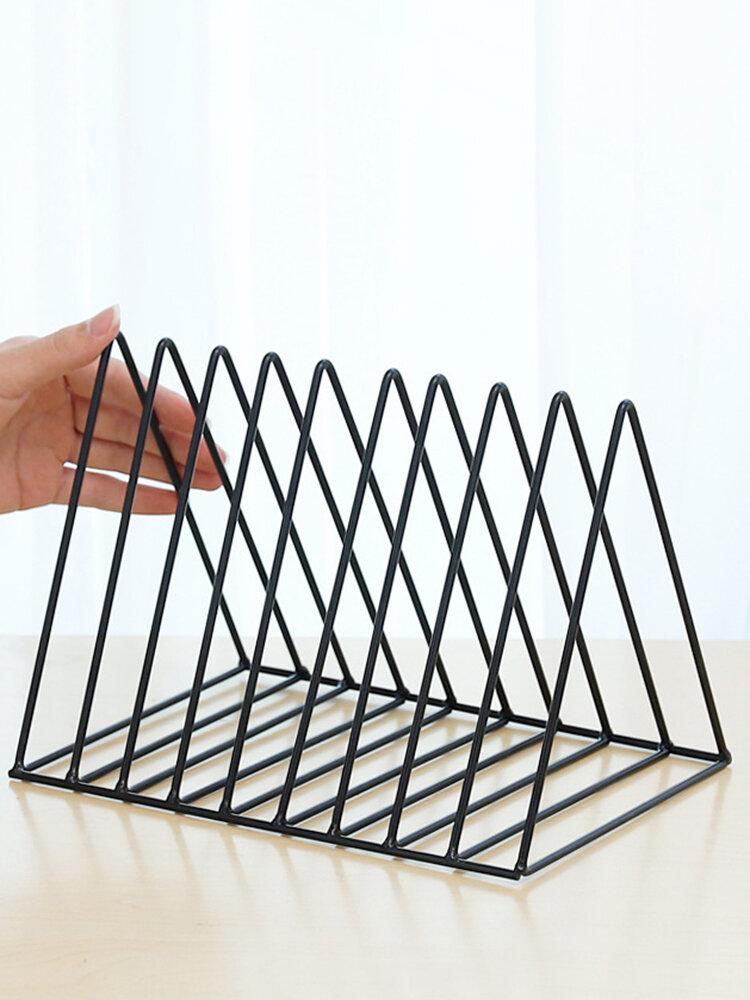 北欧のミニマリストの金属三角形新聞ラックリビングルーム研究入場予約ラック