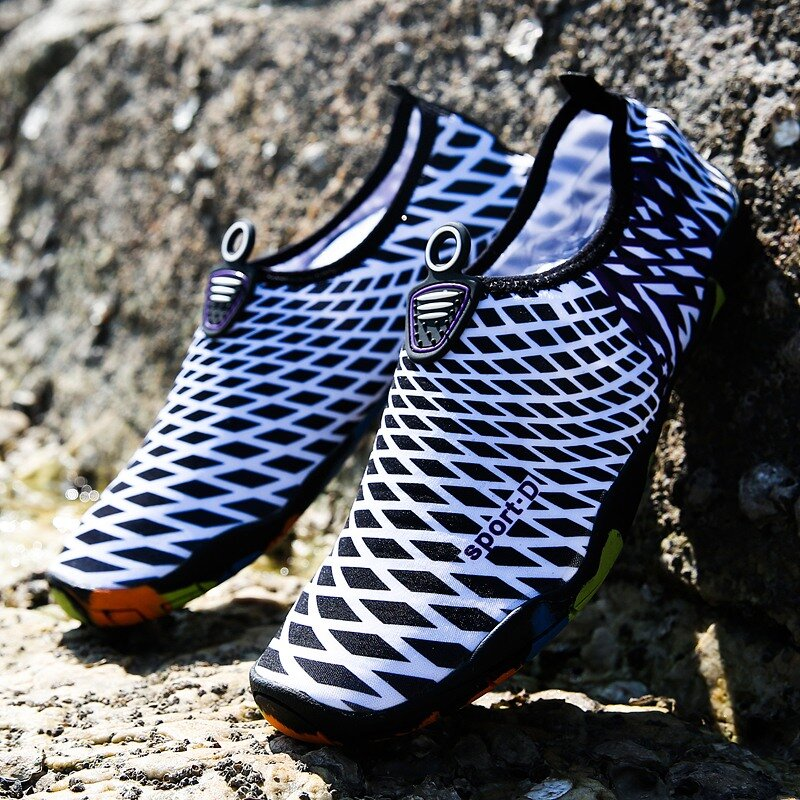 Men Fabric Quick Drying Slip On Beach Casual Water Shoes