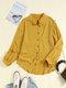 Blusa con cuello alto y botones de manga larga en color liso vendimia - Amarillo