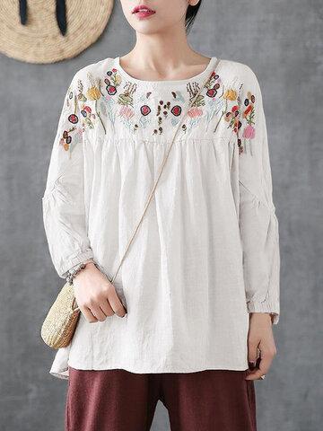 Blusa com Bordado de Flores Vintage