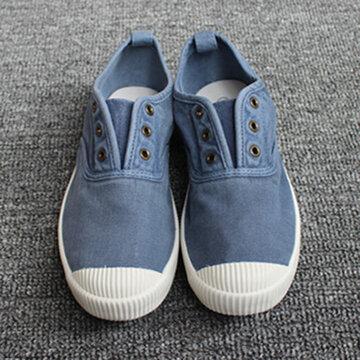 Resbalón transpirable en los zapatos de lona ocasionales