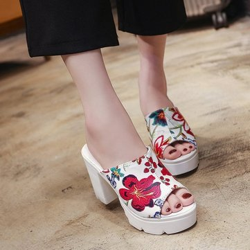 Thick Bottom Thick With Sandals And Slippers Women's New Casual Waterproof Platform Muffin European And American Three-dimensional Flower High-heeled Slippers