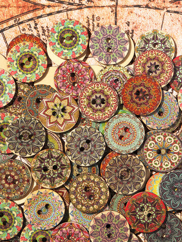 100 Pcs Flower Pattern Wooden Sewing Buttons
