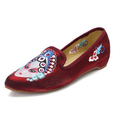 Chaussures plates ornées d'amande brodées