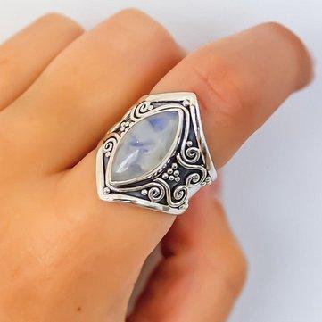 Урожайное кольцо из лунного камня