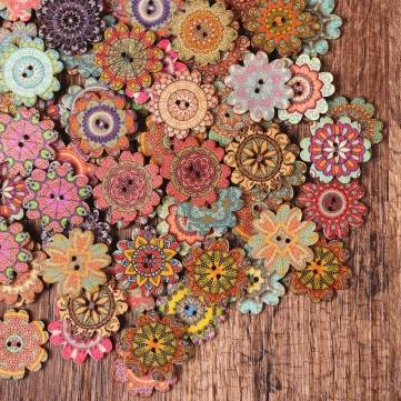 100Pcs Bohemian Flower Shaped Wooden Buttons