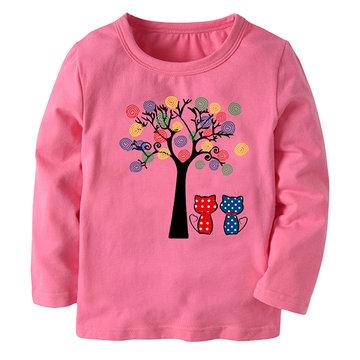Camisola impressa na árvore das camisolas das meninas