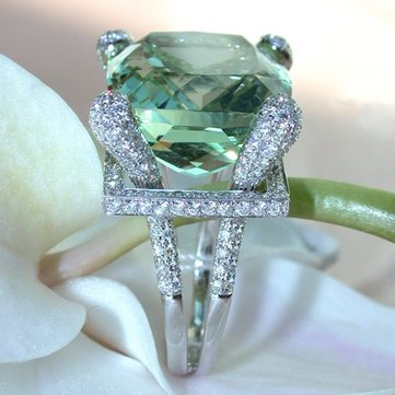 Elegant Green Zircon Silver Ring