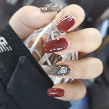 Ongles transparents rouges