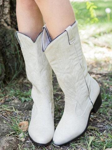 Botas de caubói brancas com bordados de meia canela