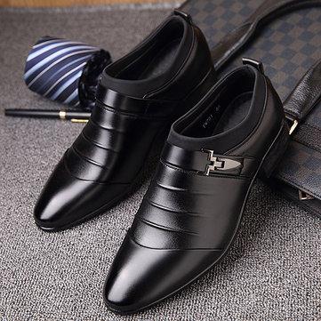 Zapatos formales clásicos con metal