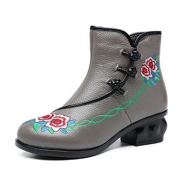 Botas de botões de sapo de salto médio bordado