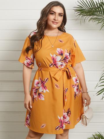 فستان بحزام بطبعة زهور