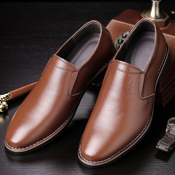 Homens clássico apontou Toe Slip On Dress Shoes