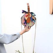 Sac bandoulière rond en paille pour femme Sac avec détail tissé en écharpe Twilly