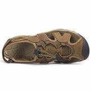 Piedi di cuoio di grandi dimensioni degli uomini che proteggono i sandali esterni del ciclo dell'inarcamento dell'inarcamento