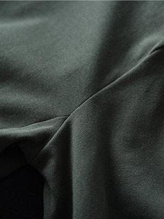 Camiseta de manga larga de manga larga con cuello alto de color liso irregular