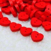 100 قطع خشبية الأحمر شكل قلب أزرار الخياطة دي الحرفية الطفل الملابس قبعة الديكور زر الخياطة