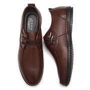 Zapatos casuales transpirables planos de cuero artificial con cordones y adornos metálicos para hombres
