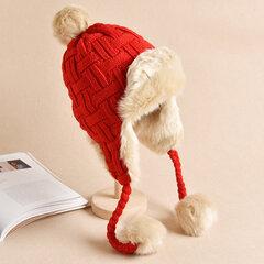 Cappellino lavorato a maglia peluche con pompom