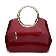 Nouveau sac à main de dames de Shell en cuir verni brillant de fleur de broderie de mode