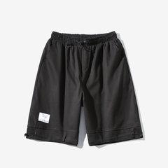 Le commerce électronique se spécialise dans la saison des nouveaux shorts tout-aller unis