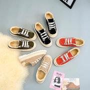 Sneakers stringate di pelliccia piatte scarpe casual per le donne