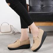 المرأة عارضة لينة الجلد المدبوغ جلدية جولة تو الانزلاق على أحذية هزة