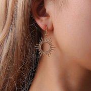 Anneaux annuels à la mode en alliage d'or de boucles d'oreilles en étoile de lune pour les femmes